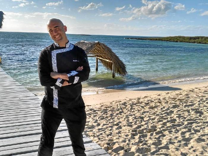 El riotinteño Roge Albusac, de jefe de cocina del Restaurante Acánthum a chef ejecutivo de un hotel de 5 estrellas en Cuba