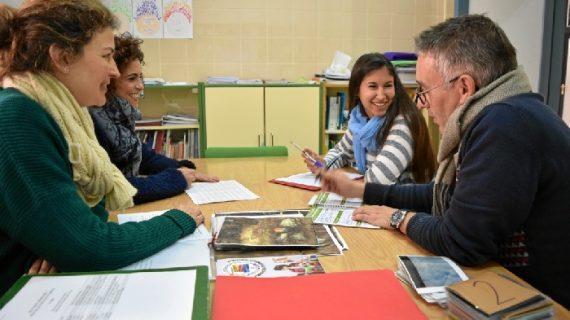 Hinojos incorpora a una educadora social para frenar el absentismo escolar