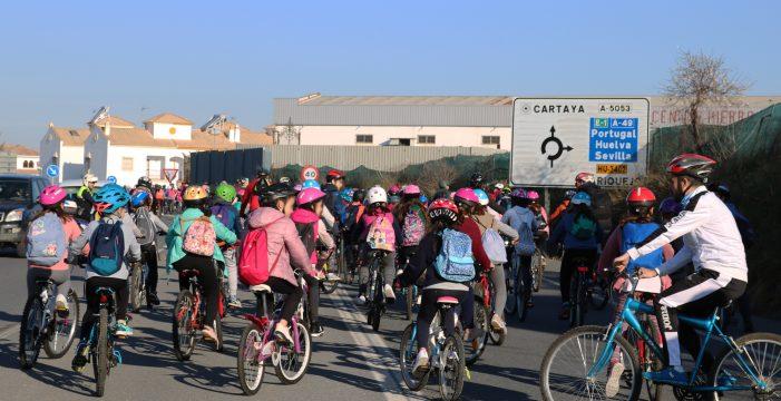 Cerca de 400 escolares cartayeros participan en el 'Día Escolar de la Bicicleta'