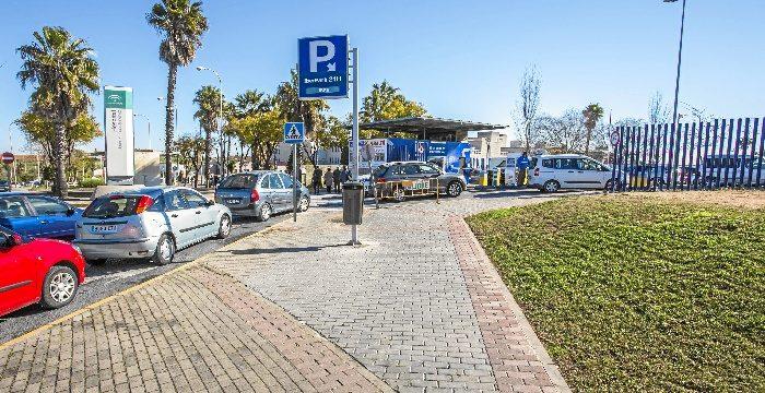 Nuevo acceso al parking municipal del Hospital Juan Ramón Jiménez