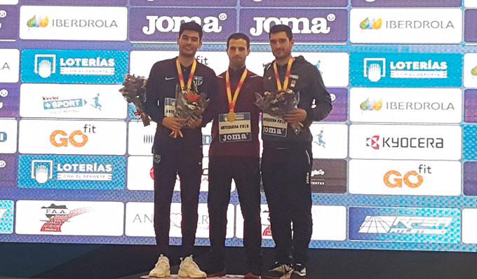 De izquierda a derecha, Héctor Santos, Eusebio Cáceres y Jorge Ureña. / Foto: @atletismoRFEA.