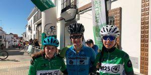 Rocío Espada, en el centro, junto a Adriana Reis Gomes y Beatris Raimundo Martins, podio femenino.