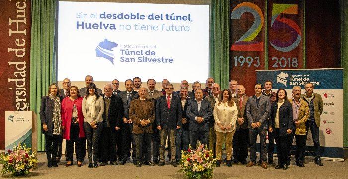 La firma de un manifiesto reúne a 29 entidades socioeconómicas para solicitar el desdoble del túnel de San Silvestre