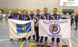 Los seis representantes del Asirio en el Campeonato de España de arco tradicional y desnudo.