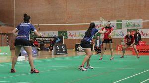 Un momento del partido de dobles femenino, resuelto con victoria de Nerea Ivorra y Haideé Ojeda.