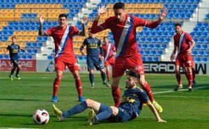 El Recre pasó por encima del UCAM Murcia en un partido muy completo de los onubenses. / Foto: Nacho García / La Verdad.
