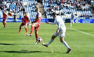 El Recre nunca dejó de insistir ante la meta del Real Murcia. / Foto: Pablo Sayago.