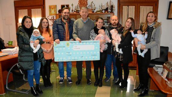 Palos de la Frontera apoya la natalidad y a sus mayores con las ayudas 'Cheque Bebé' y 'Cheque Bañera'