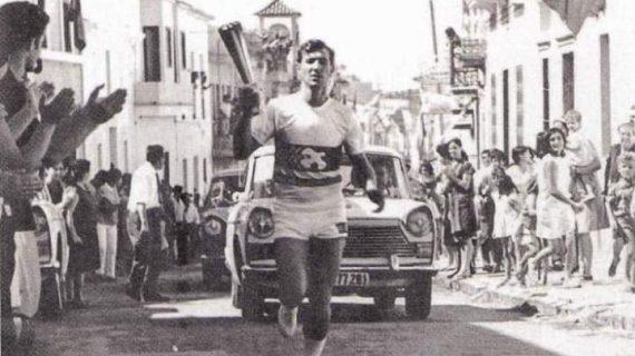 Antorcha olímpica a su paso por Palos, finales de los sesenta del siglo pasado
