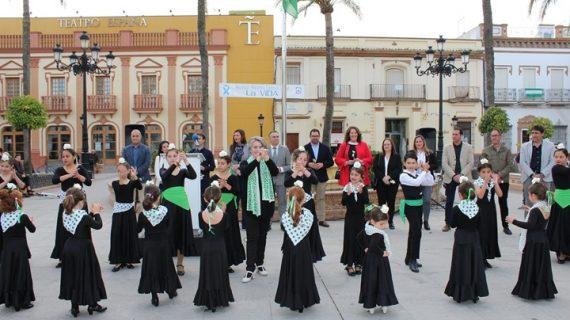 La Palma iza la bandera de Andalucía para conmemorar el Día de la comunidad