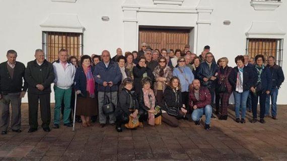 Los vecinos de Lucena del Puerto visitan 'Huerto Ramírez'