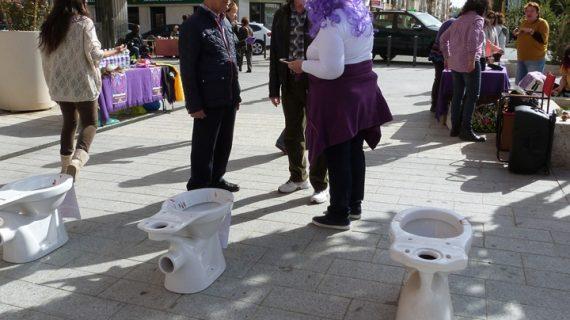 El espacio 8M toma el Mercado del Carmen para animar a la lucha feminista