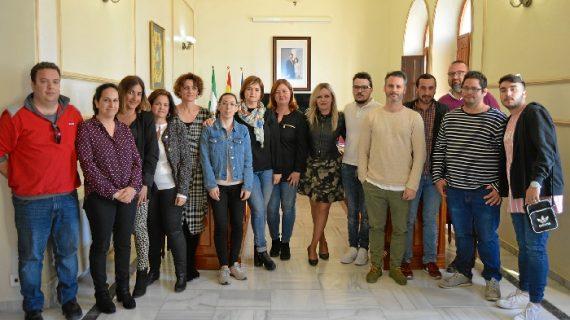 San Juan del Puerto inicia la firma de convenios del Programa EPES con empresarios y alumnado