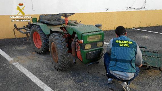 Recuperados un tractor y diversos enseres que habían sido sustraídos en una finca agrícola de Villarrasa