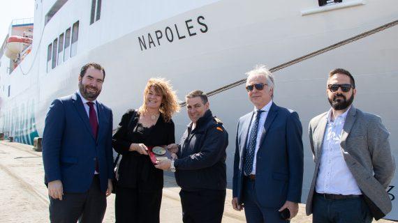 El Puerto de Huelva da la bienvenida a su primera línea regular de pasajeros Huelva-Canarias