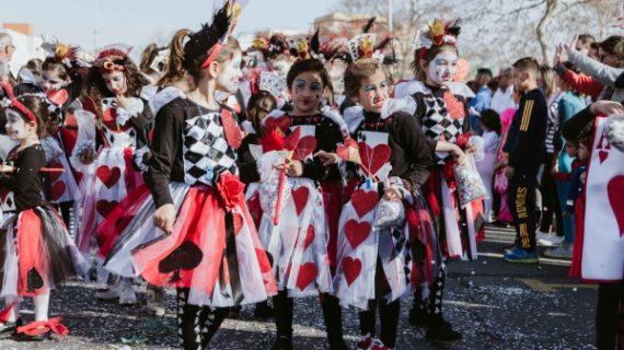 1.500 niños llenan de color Isla Cristina en su cabalgata infantil