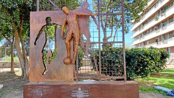Finaliza la instalación del Monumento al Velódromo tras su restauración