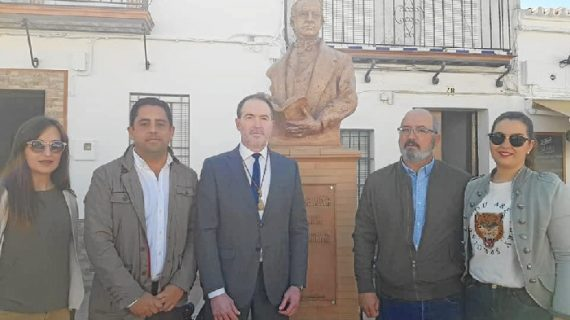 Villalba del Alcor inaugura un monumento al escritor Washington Irving