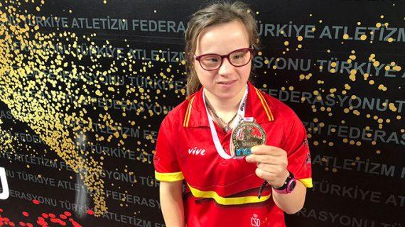 Blanca Betanzos amplía su impresionante palmarés con otros dos oros mundialistas ahora en pista cubierta