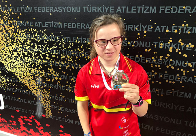 Blanca Betanzos sigue coleccionando medallas de oro mundialistas.