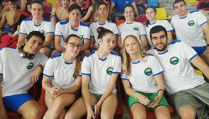 Componentes del CN Huelva en el Campeonato disputado en Málaga.