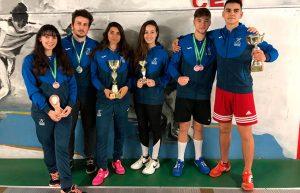 Componentes del Club Esgrima Huelva en el torneo celebrado en Utrera.