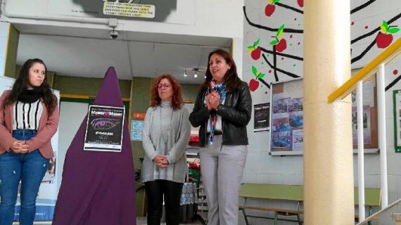 El IES San Sebastián conmemora el 8 de marzo con la exposición 'Mujeres por Mujeres'