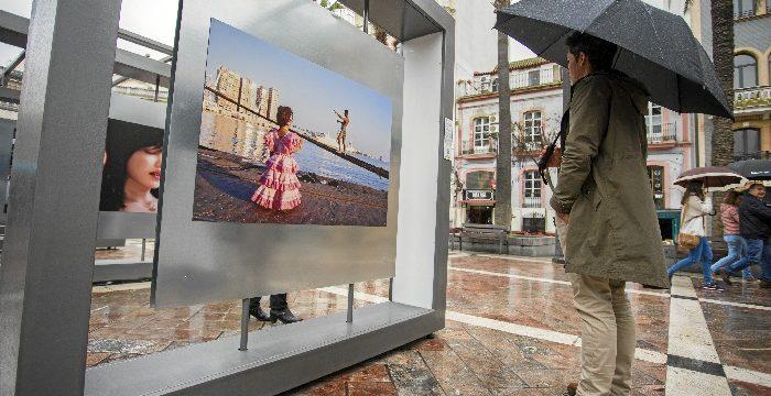La Plaza de Las Monjas acoge hasta el 31 de marzo la exposición '50 fotografías con historia' de Latitudes