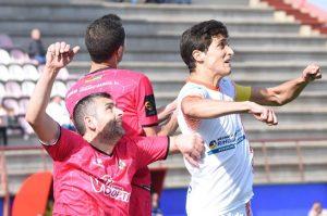 En busca de los tres puntos acude La Palma al campo del San José. / Foto: David Limón.