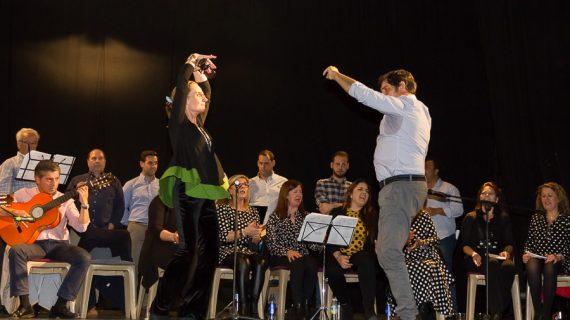 El Coro y el Grupo de Baile de la Hermandad del Rocío de Huelva visitan el Centro Penitenciario