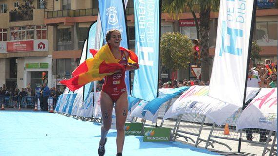 Huelva corona a Ignacio González y Cecilia Santamaría como campeones iberoamericanos de triatlón