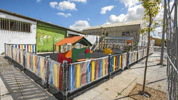 Los niños de La Ribera podrán disfrutar de su nuevo parque infantil en quince días