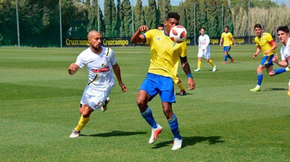 El trabajo del San Roque sólo le llega para plantar cara y perder por la mínima con el Cádiz B (1-0)
