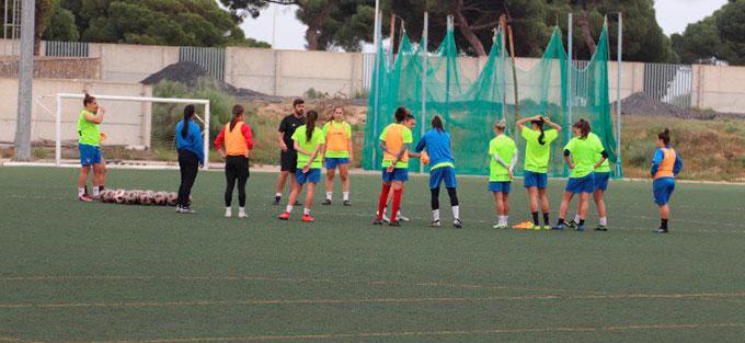 El Sporting Puerto de Huelva comenzó a preparar en Punta Umbría el partido del domingo ante la UD Granadilla. / Foto: @sportinghuelva.