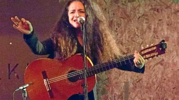 Una onubense conquista el norte de Europa tras media vida de cante flamenco en Finlandia