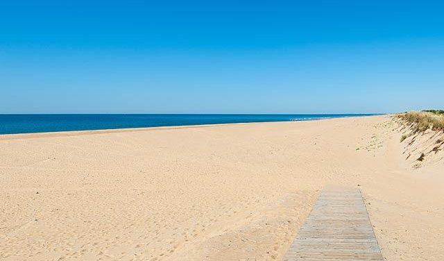 Las aguas de las playas onubenses, en buen estado para el baño en Semana Santa
