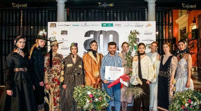 La pasarela 'Andalucía de Moda' se rinde a la creatividad del diseñador moguereño Joaquín Dogo
