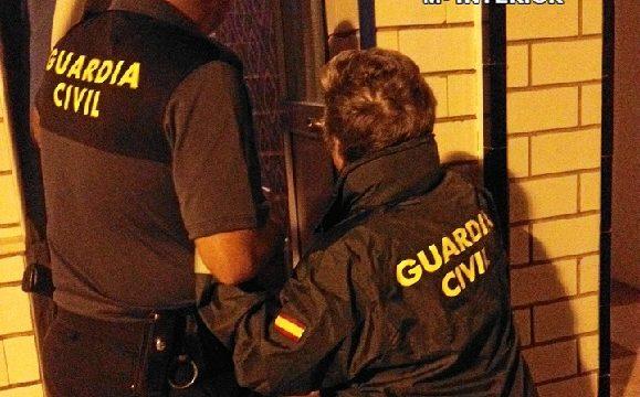 Detenida en Isla Cristina una cuidadora de una anciana de 91 años a la que le hurtó dinero en varias ocasiones mientras dormía