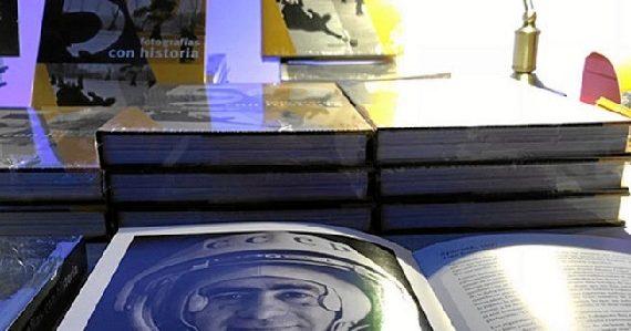 Exposición en Huelva de 50 fotografías con historia, basada en la obra de Signo editores