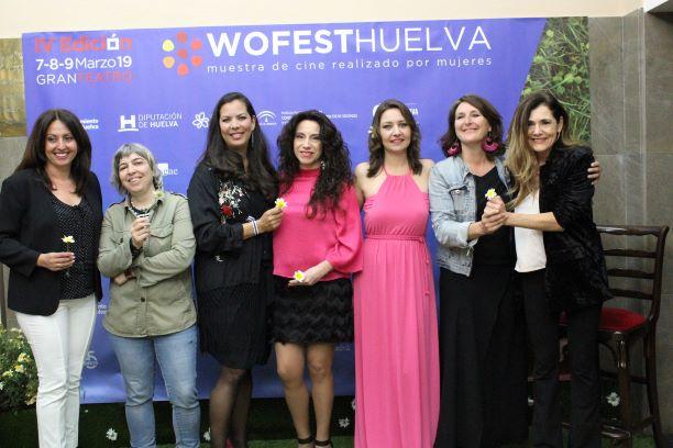 La periodista Peña Monje, ganadora de la sección 'Made in Huelva' en la clausura de Wofest