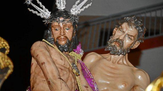 Solemne procesión de la Hermandad de la Merced en el Jueves Santo onubense