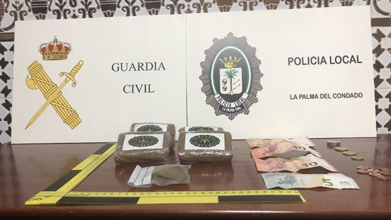 Detenido un varón en La Palma tras sorprenderlo realizando una venta de hachís en vía pública