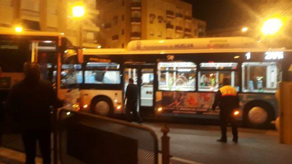 El choque entre dos autobuses a la altura del 'Bar Patrón' en Huelva queda en un susto