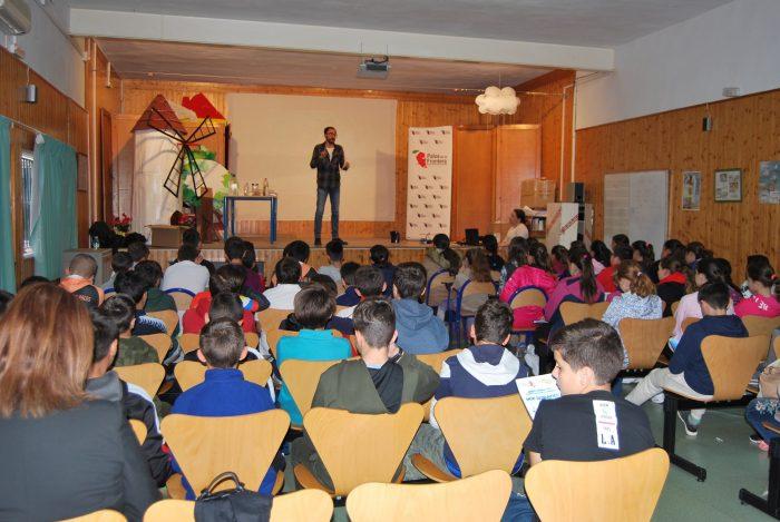 En marcha el programa educativo 'Aquafresi' con el que la Comunidad de Regantes de Palos enseña su labor a los escolares