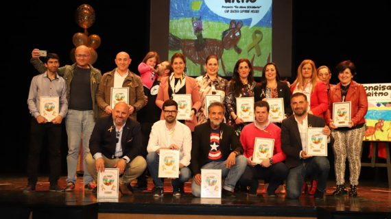 Emoción y sentimiento en la presentación del disco solidario 'Sonrisas con Ritmo' del colegio Zenobia de Moguer