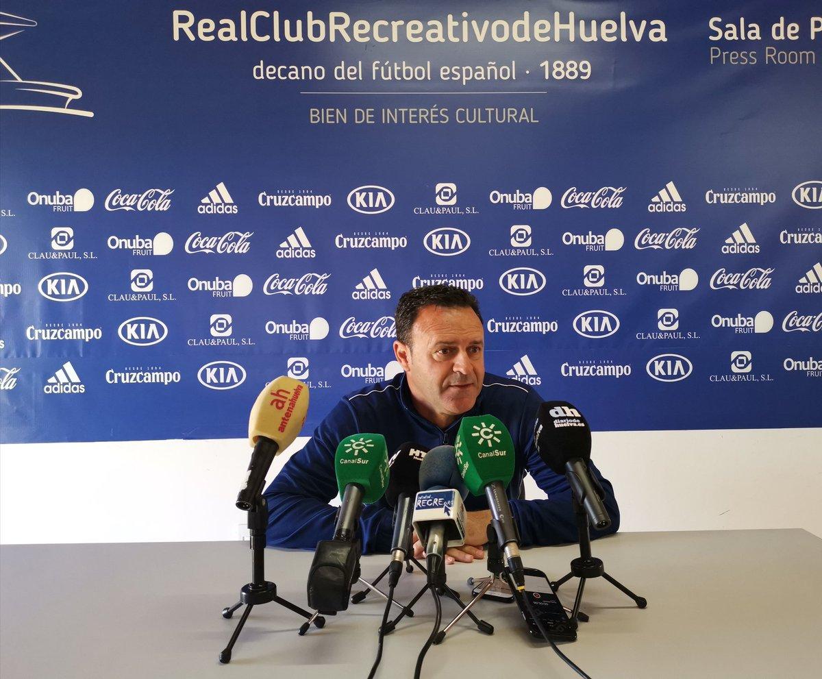 """José María Salmerón insiste en alejar al Recre de """"todo lo que le desvíe de ganar el domingo"""""""