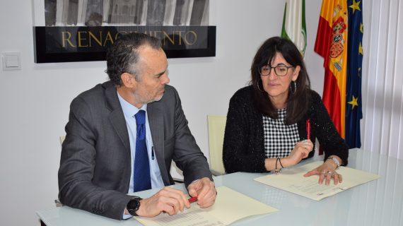 La UHU y la Aiqbe renuevan los convenios para impulsar y apoyar la docencia y la investigación