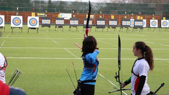 El Club Asirio de Huelva acude con 15 deportistas al inicio de la Liga Nacional de Tiro con Arco al Aire Libre