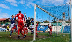 Momento del gol del Melilla, obra de Moha, en el partido en el Álvarez Claro. / Foto: @UDMelilla.