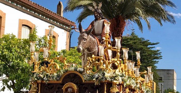 Las calles de Valverde del camino reciben a la Hermandad de La Borriquita